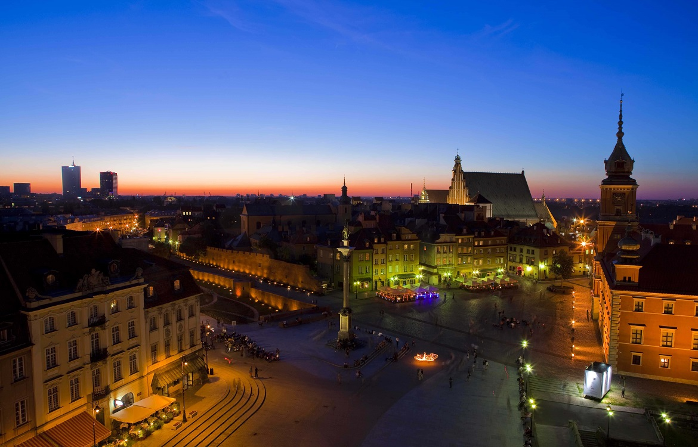 372240ab Det er værd at bruge et mindst et par dage i byen. Warszawa er placeret  midt i Europa, hvor handelsvejene fra vest til øst og fra nord til syd af  ...